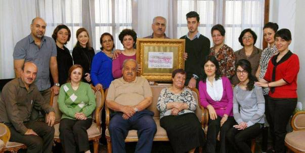 Die Kalligraphie von Ayatollah Tehrani wurde drei der 20 Baha'i überreicht, die am 15. November 2015 im Iran aufgrund ihrer Glaubenszugehörigkeit inhaftiert wurden: Navid Aghdasi, Yavar Haghighat und Shahram Najaf Tomraei.