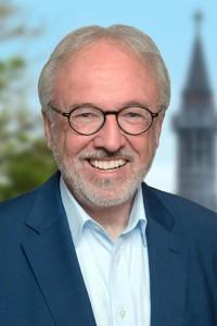 Der Aachener Bundestagstagsabgeordnete Rudolf Henke (CDU) zeigt seine Unterstützung für den im Iran inhaftierten Behrouz Tavakkoli.